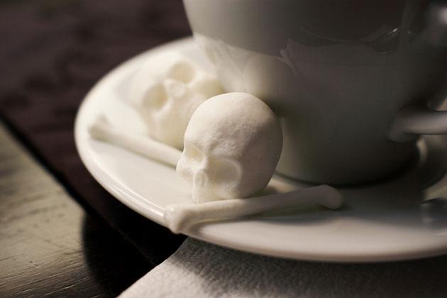 Skull-and-Crossbones-Sugar-Cubes-11 Şeker Kullanımı ve Zararları