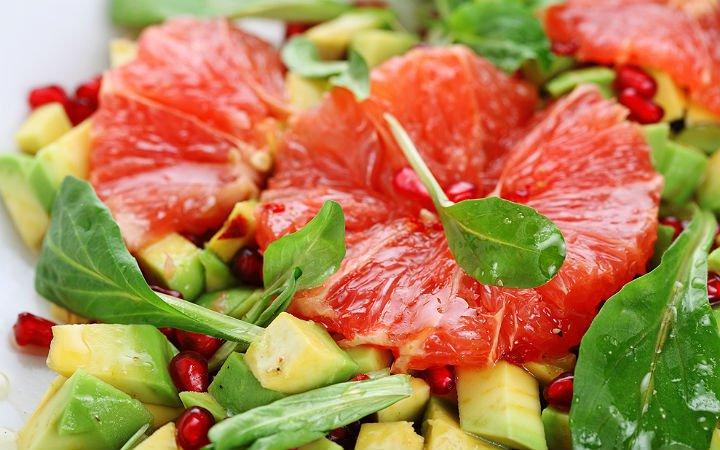 greyfurtlu-avokado-salatasi-tarifi Diyet Tatlı Tarifleri - Pişmanlık Hissettirmeyecek !