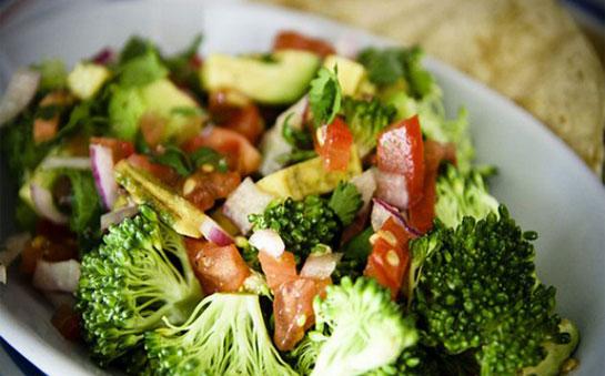 brokoli-salatasi1 Sebze Tüketimi Neden Önemlidir?
