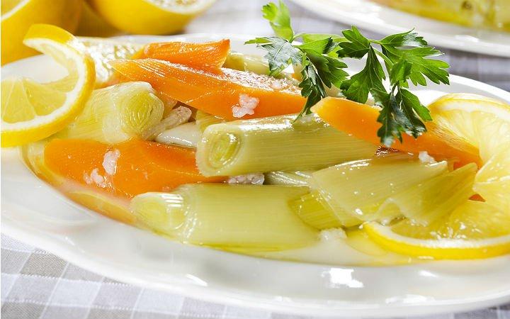 zeytinyagli-pirasa-tarifi Lezzette ve Sağlıkta Sınır Tanımayan Sebze Yemeği Tarifleri