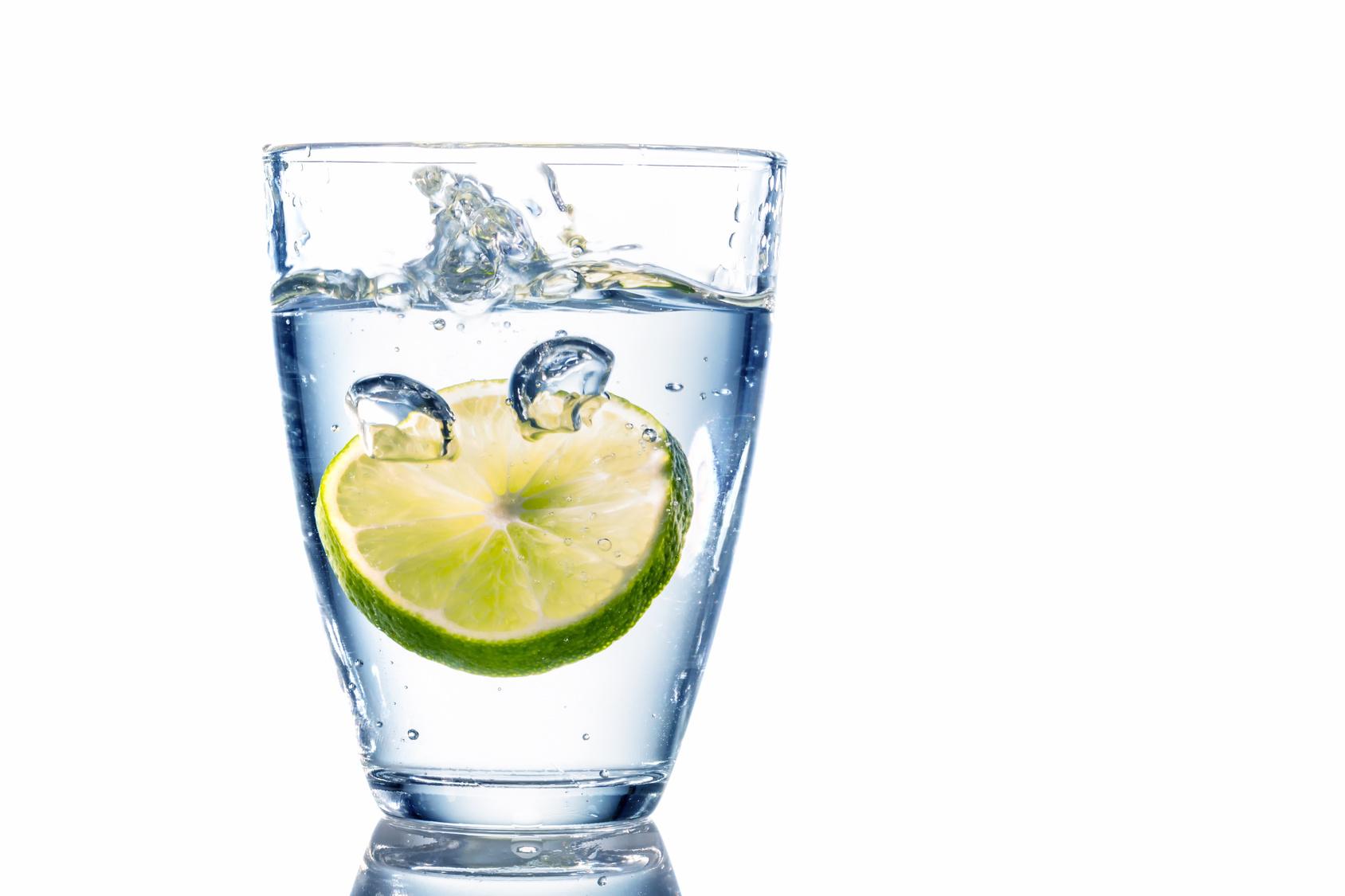 limon-suyu Limonun Faydaları Nelerdir ve Limon Diyeti Nasıl Yapılır?
