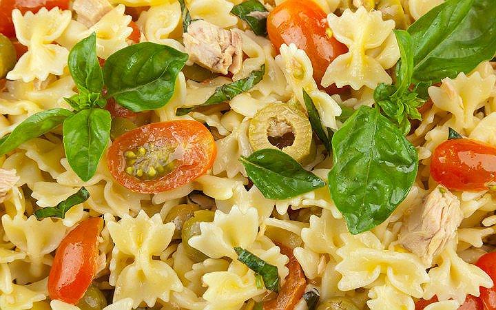 sebzeli-ton-baligi-salatasi-tarifi Diyet Makarna Tarifleri